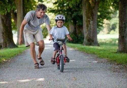 Så hjälper du barnets grovmotoriska utveckling
