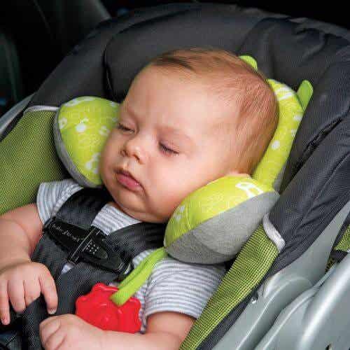 Låt aldrig ditt barn sova i bilbarnstolen