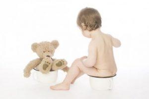 Pojke med teddybjörn