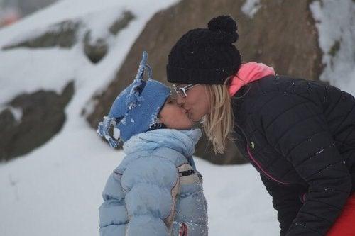 Se till att hålla bandet mellan mor och dotter starkt