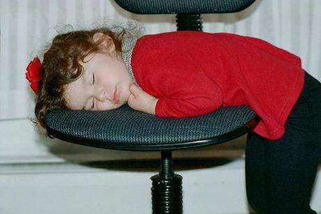 När man nattar sina barn för sent får det konsekvenser