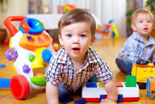 Hur du stimulerar ditt barns motoriska färdigheter