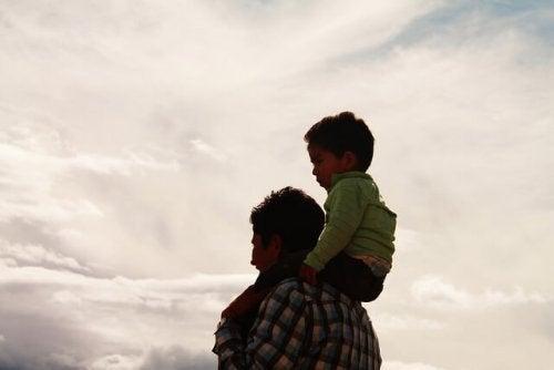 Barn på pappas rygg