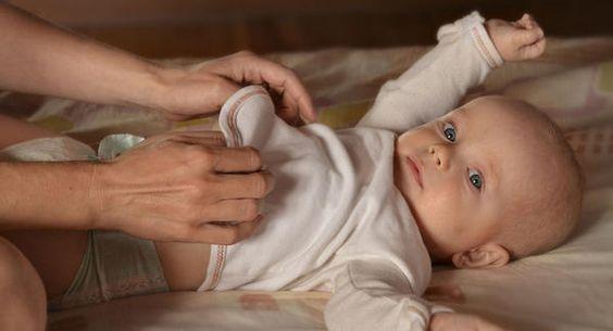 Borde du väcka ditt barn för att byta blöjan?