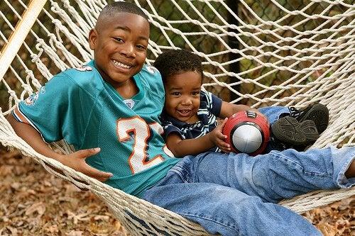 Ensamma barn: Behöver man ge dem ett syskon?