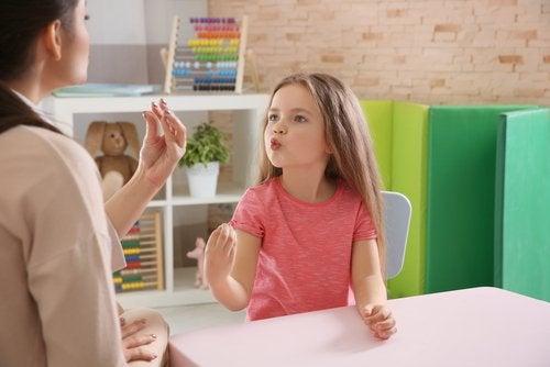 barn arg på sin mamma