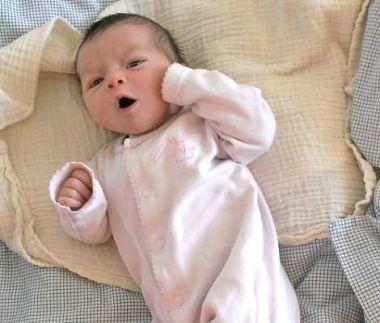 Bebis som gäspar