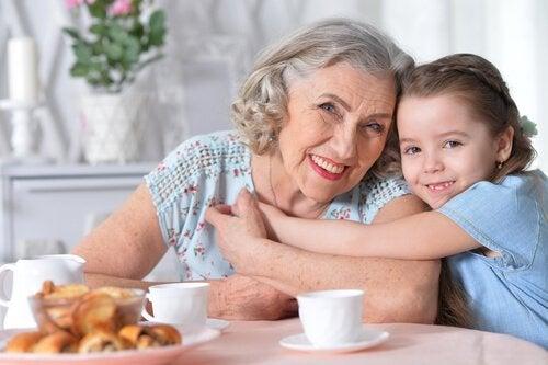 Därför är farmor viktig för ditt barn