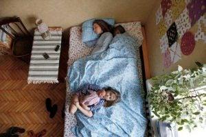 Sovande familj