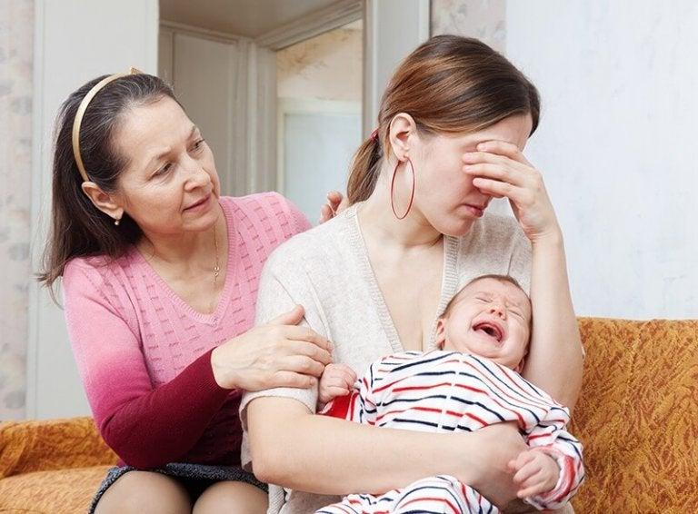 Upprörd mor och barn
