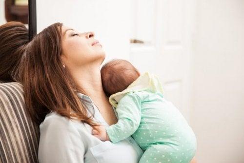 Att leva med barn är utmattande för kvinnor men inte män, enligt studie