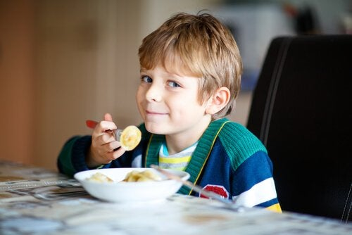 Ätande pojke