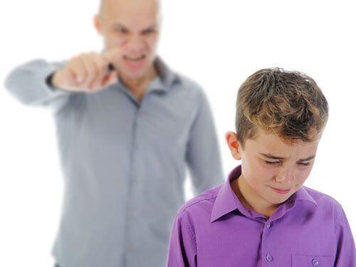 Att skrika på barn är inte bra föräldraskap
