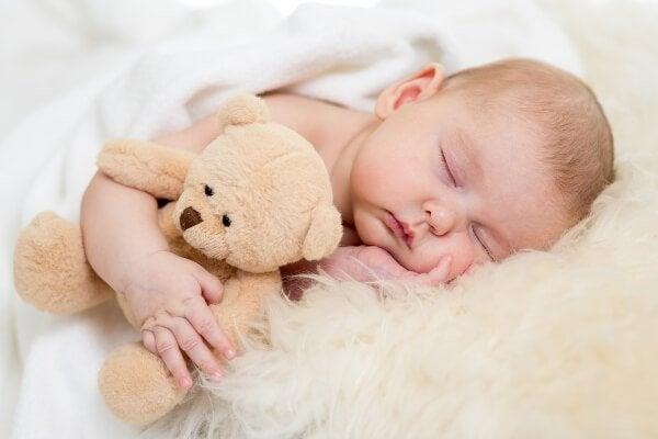 Bebis med nalle