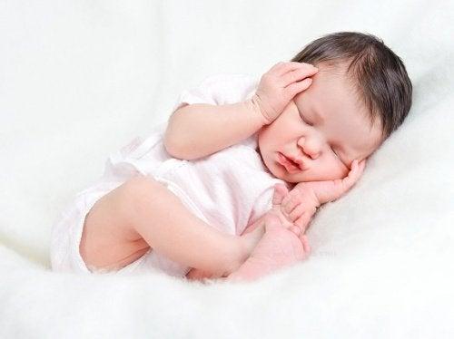 Sovande nyfödd