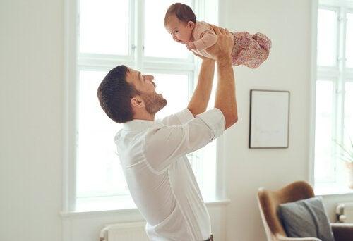 Upplyft bebis