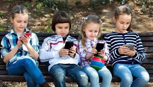 8 skäl till att barn under 12 år inte ska använda smartphones