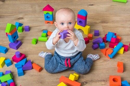 Nackdelar med att barn sitter i omvänd skräddarsits