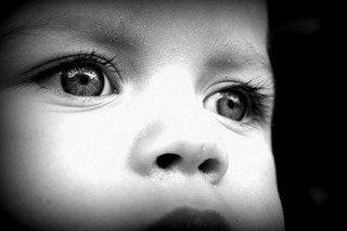 Svartvitt foto av barn.