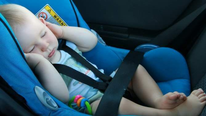 Säkerhet i bilen med nyfödd
