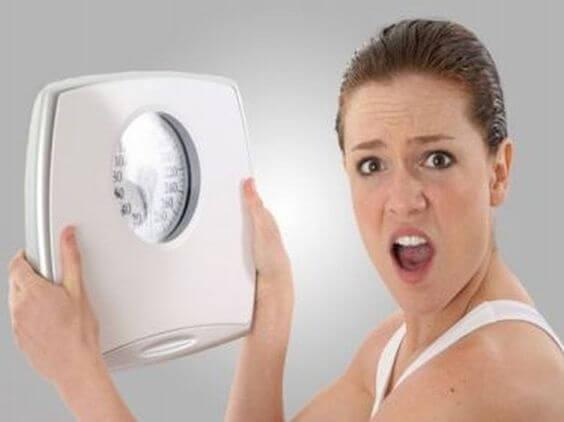 Amning kan leda till viktnedgång eller viktuppgång