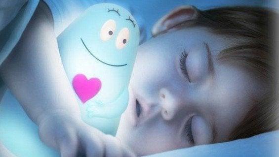 Varför är det bättre för barn att sova i mörker?