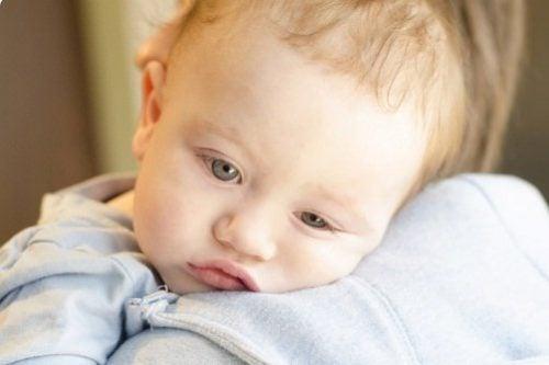 Du kan sänka ditt barns temperatur vid feber.