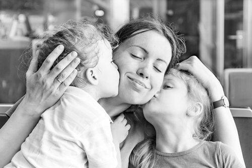 Mamma med två barn