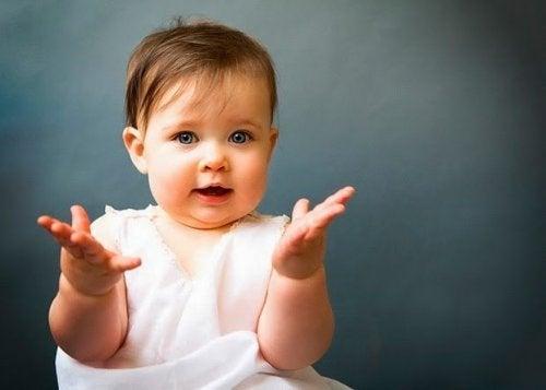 Lär dig din bebis kroppsspråk