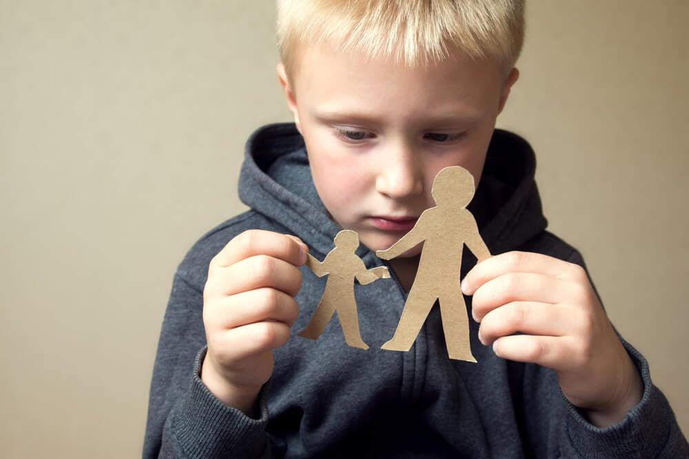 Placera aldrig dig själv mellan dina barn och ditt ex