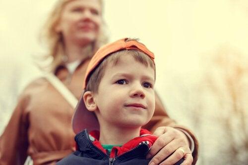 Hur man undviker att uppfostra överbeskyddade barn
