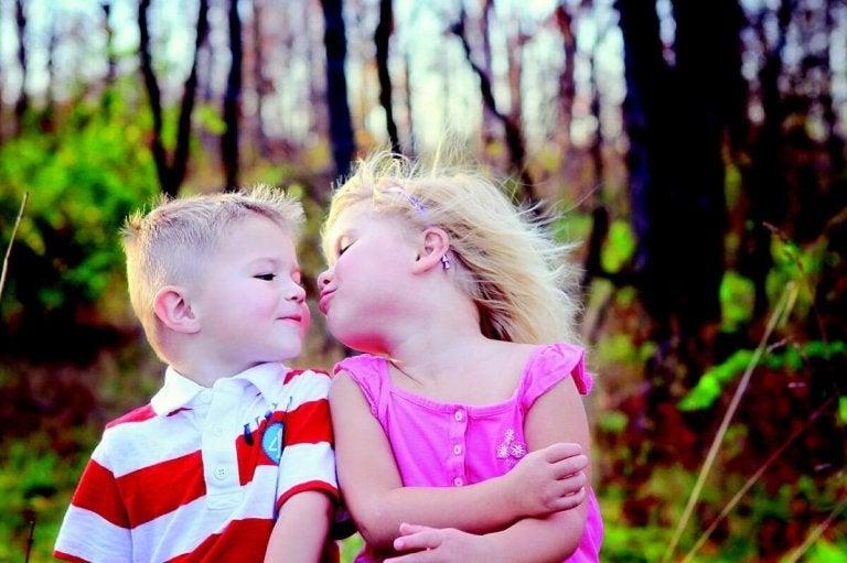 Varför vi inte ska tvinga våra barn att pussas