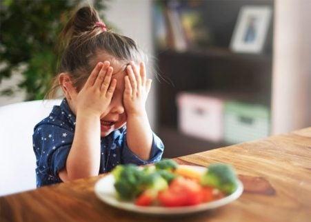 Barn som inte vill äta grönsaker.