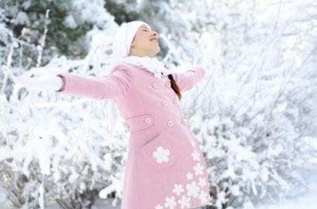 Att föda barn under vintern: fördelar och nackdelar