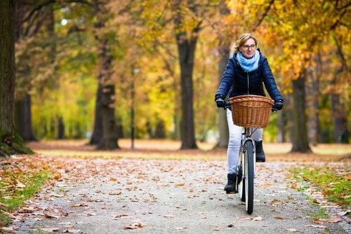 Att cykla är ett bra sätt att gå ner i vikt efter 40.