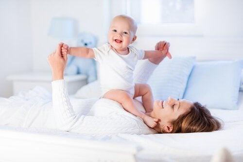 8 övningar för att stärka bebisens muskler