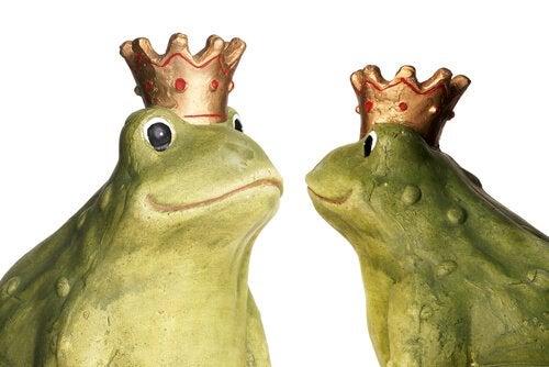 Två grodor med kronor.