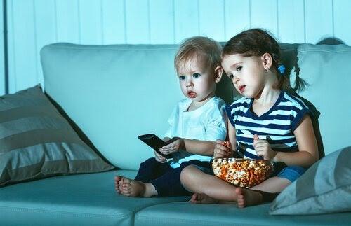 Varför tittar barn på samma film om och om igen?