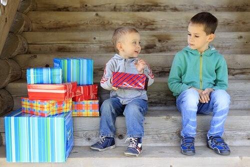 Avundsjuka hos barn: Orsaker och lösningar