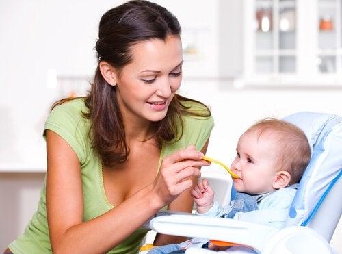 Ordentlig näring under barnets första levnadsår