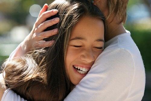 terapeutiska effekter av att smeka ditt barn