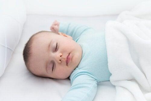 Nackreflexen är otvivelaktigt viktigt för spädbarn