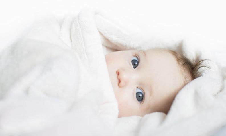 4 tips för att bylta på en nyfödd bebis