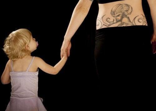 En idé för att tatuera ditt barns namn