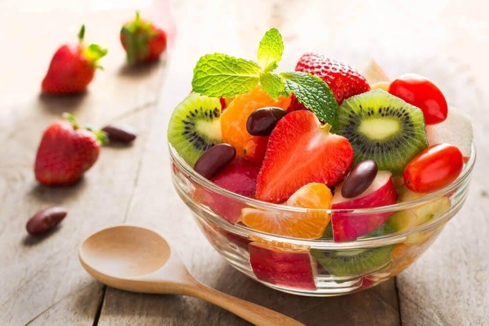 skål med fruktsallad