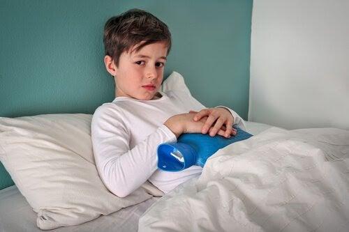 Pojke med gastroenterit