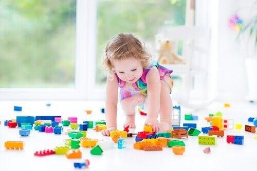 8 leksaker som tränar färdigheter hos 2-åringar