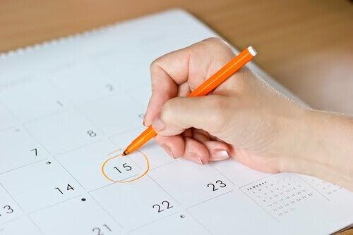 Ringar in dag nummer 15 i en kalender