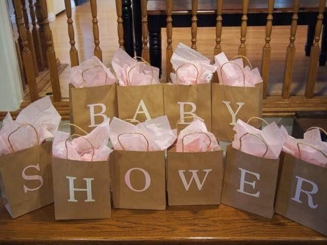 Presentpåsar efter en perfekt babyshower