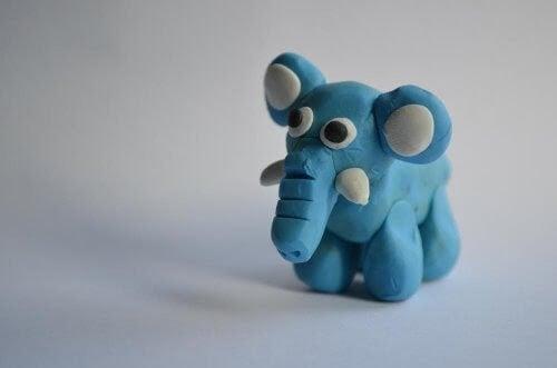Blå elefant i modellera